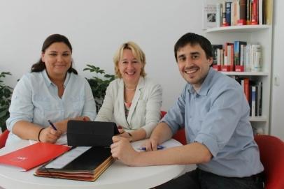 Martina Fehlner mit ihren Mitarbeitern Magdalena Kreft und Dirk Kronewald